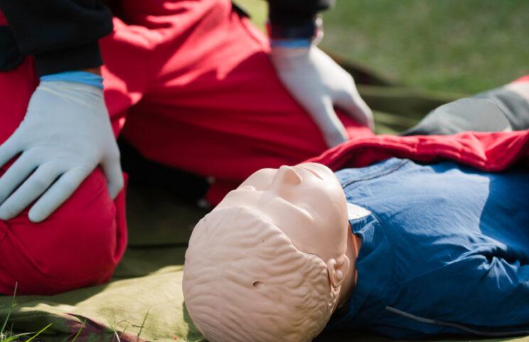 https://www.insafehandstraining.com/book-a-course/first-aid-training-courses/first-aid-at-work-requalification/